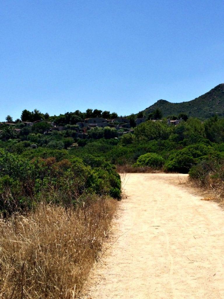 Sentiero per la spiaggia privata residence sant'elmo