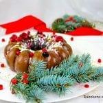 Bavarese al Cioccolato bianco con Chantilly ai Frutti di bosco  ricoperta da una crosta di cioccolato fondente
