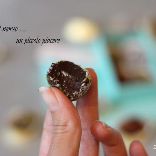 Tartufini di cioccolato al caffè, con polvere di cacao, cocco rapé o pistacchio