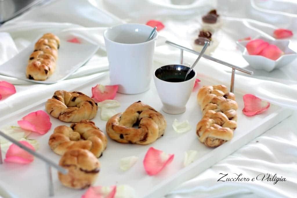 Treccine dolci con gocce di cioccolato