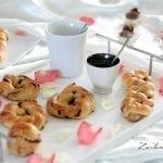 Treccine dolci con tante gocce di cioccolato per una colazione super