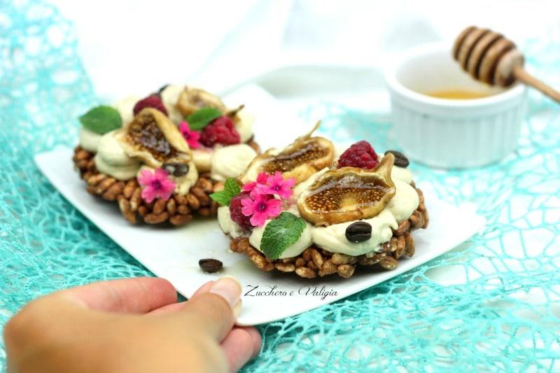 galletta-di-riso-soffiato-al-cioccolato-mousse-al-cioccolato-bianco-con-fichi-e-miele