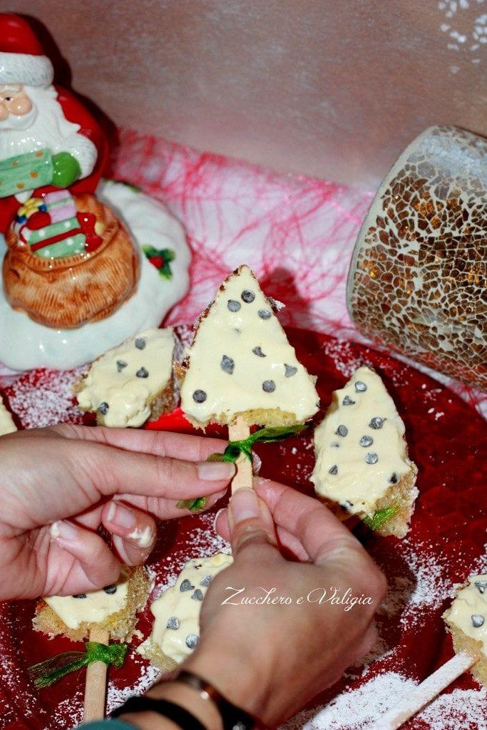 Alberelli di Pandoro farciti con crema mascarpone e gocce di cioccolato
