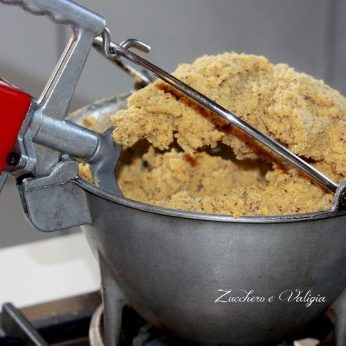 La polenta Taragna con salsiccia e funghi, il piatto per eccellenza Valtellinese