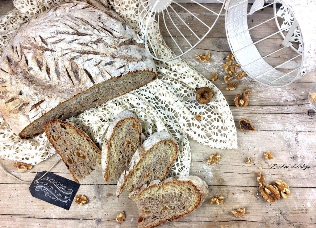 Pane con i fichi secchi e noci Uniqua