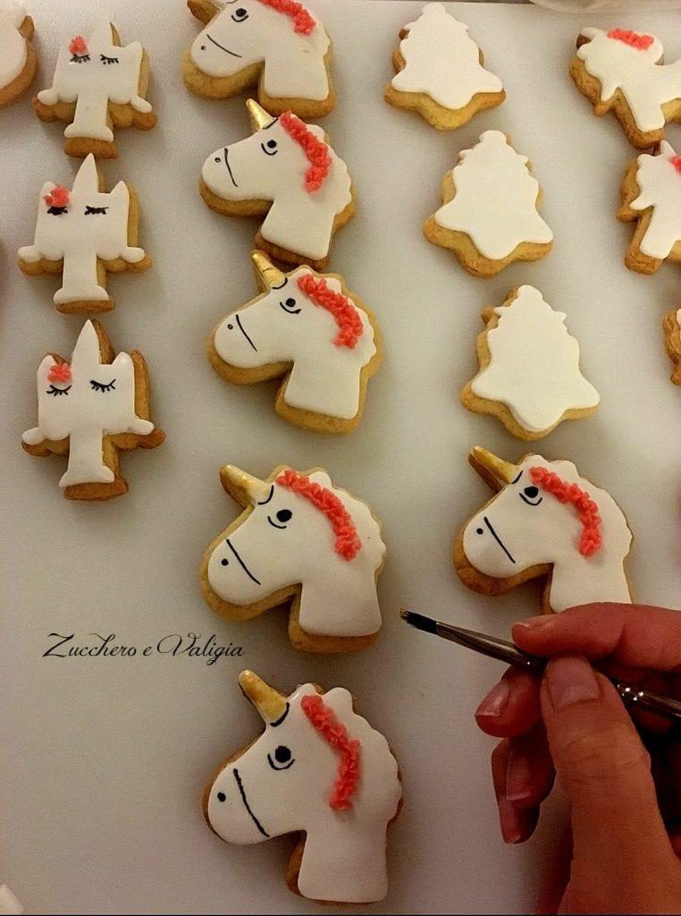 come preparare i biscotti Unicorno con la pasta di zucchero